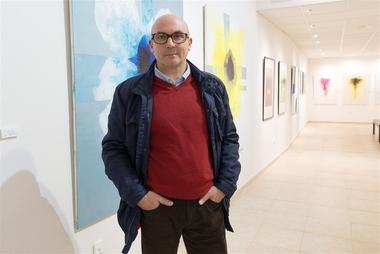 El artista José Manuel Salazar expone en el Espacio Bahnhof de Badajoz 'Fragmentos, geometrías y otros cromatismos'